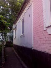 вид дома со двора